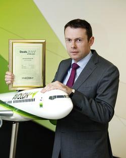 Andy Cronin CFO of Avolon receiving Avolon's award from the <i>Finance Dublin Deals of the Year 2014.</i>